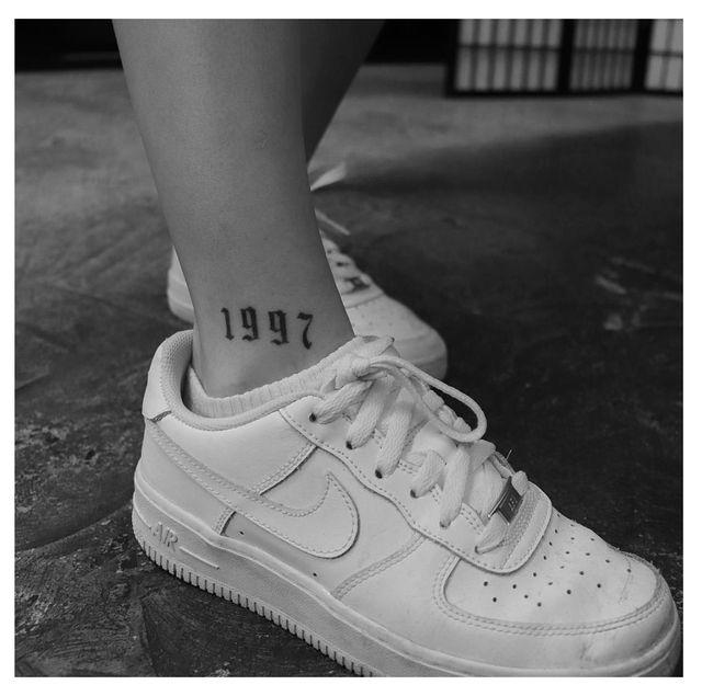 White, Footwear, Shoe, Human leg, Ankle, Leg, Joint, Plimsoll shoe, Fashion, Sneakers,