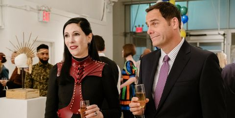Jill Kargman as Jill, Andy Buckley as Andy in Odd Mom Out.