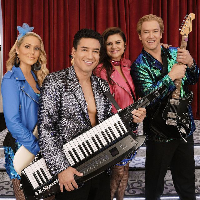 saved by the bell    the todd capsule episode 108    pictured l r elizabeth berkley as jessica spano, mario lopez as ac slater, tiffani thiessen as kelly kapowski, mark paul gosselaar as zack morris    photo by trae pattonpeacock