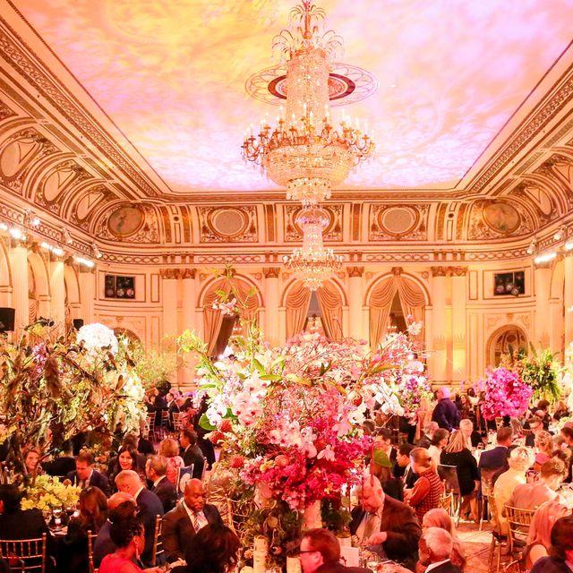Function hall, Ballroom, Event, Lighting, Crowd, Banquet, Wedding reception, Party, Ceremony, Performance,