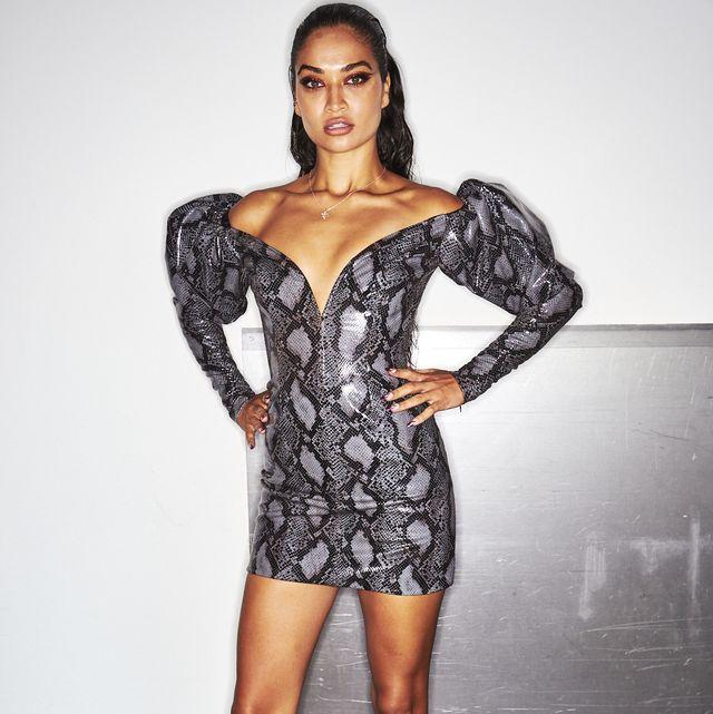 Sleeve, Human body, Shoulder, Human leg, Joint, Waist, Style, Fashion model, Dress, Thigh,