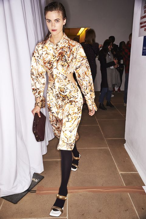 Fashion model, Fashion, White, Clothing, Fashion show, Runway, Fashion design, Haute couture, Street fashion, Footwear,