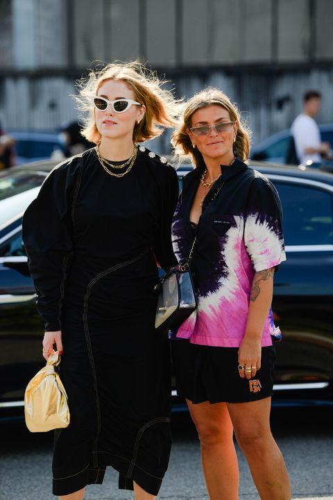 Street fashion, Fashion, Eyewear, Blond, Pink, Sunglasses, Shoulder, Hairstyle, Dress, Snapshot,