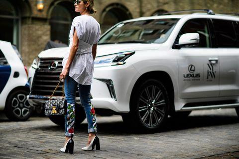 Land vehicle, Vehicle, Car, Sport utility vehicle, Compact sport utility vehicle, Mini SUV, Automotive design, Minivan, Lexus, Street fashion,