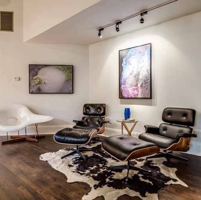 Room, Interior design, Furniture, Property, Floor, Wood flooring, Living room, Ceiling, Building, House,