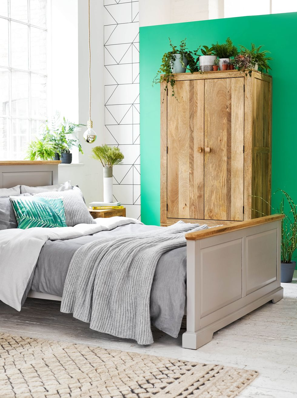 The Big Declutter Challenge: How to achieve a super-clean, organised and clutter-free bedroom