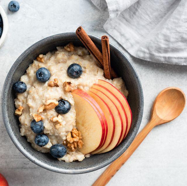 oatmeal porridge with apple, cinnamon and blueberries