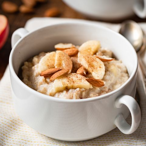 oatmeal porridge with banana, cinnamon and almonds