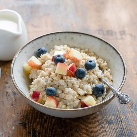 5 Things That Happened When I Ate Oatmeal Every Morning For A Month |  Prevention