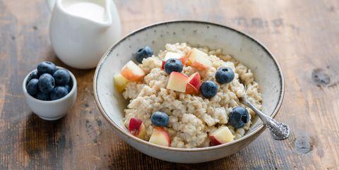 Oatmeal porridge with blueberries and peach