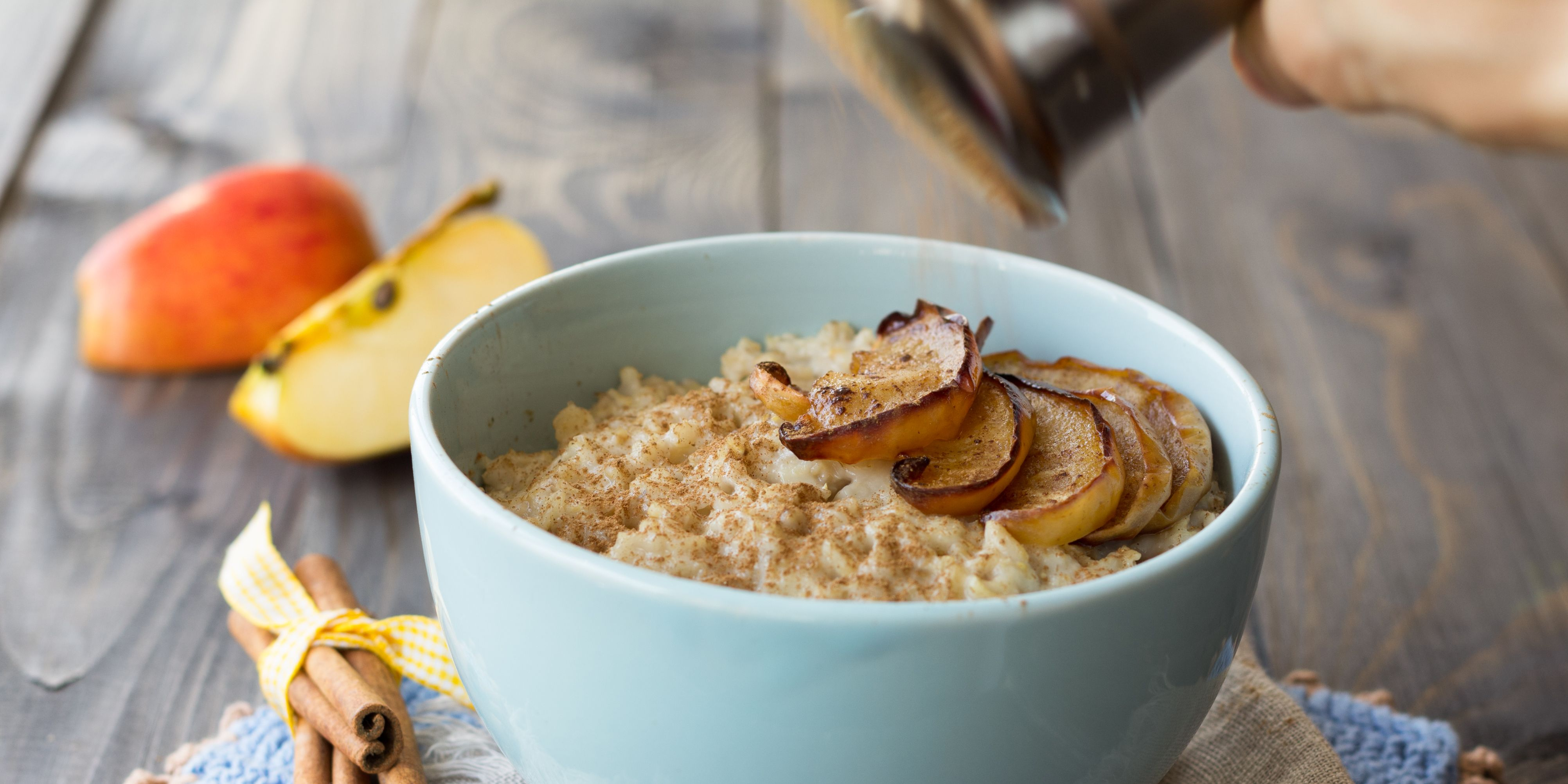 Oatmeal with baked apples and cinnamon
