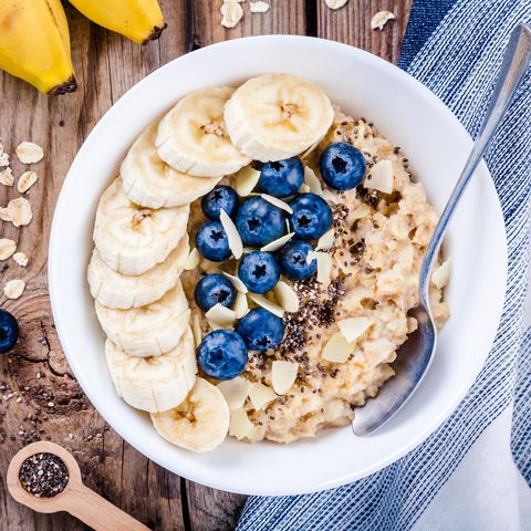 Healthy Carbs: Porridge with bananas, blueberries, chia seeds and almonds