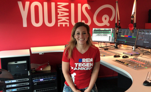 Fien Vermeulen van Q-Music coacht bij de mud masters obstacle run