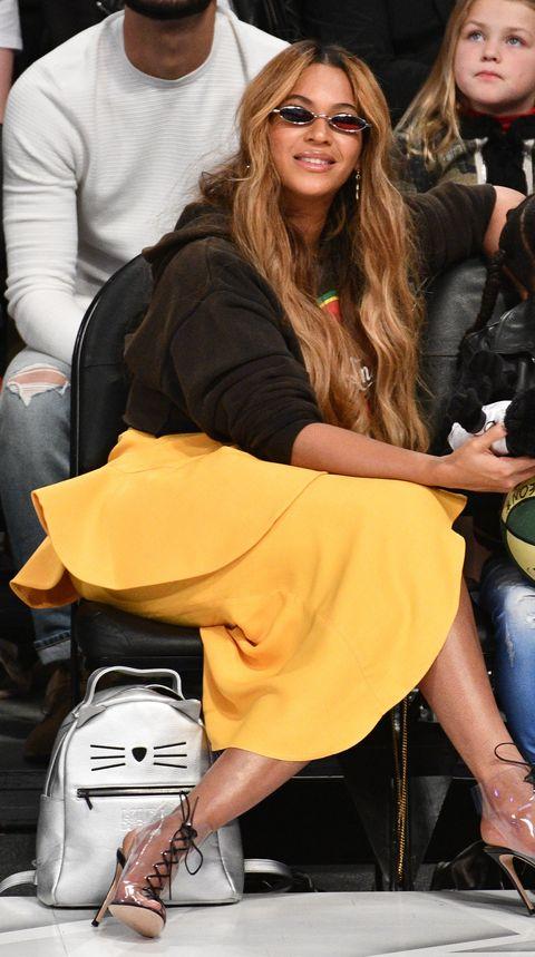 Eyewear, Clothing, Yellow, Sunglasses, Fashion, Leg, Street fashion, Shoulder, Footwear, Blond,
