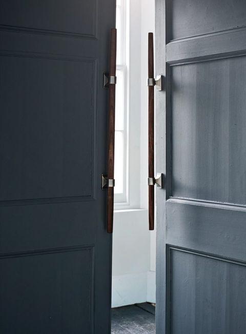 door handles on door