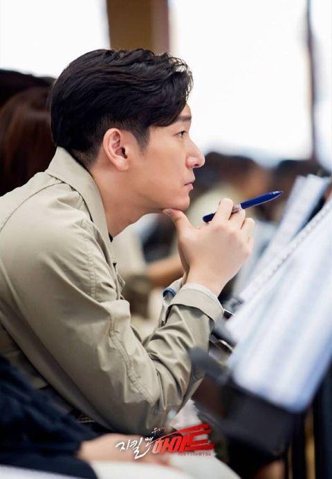 曹承佑成功圈粉朴信惠、裴斗娜!「既是韓國音樂劇天王、也是隱藏的iu歌迷?」曹承佑的12種大叔魅力
