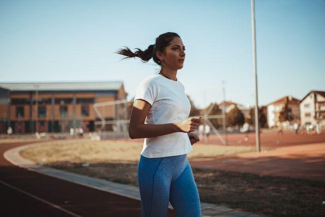 deze oefeningen maken je een betere hardloper   volgens olympisch atlete alexi pappas