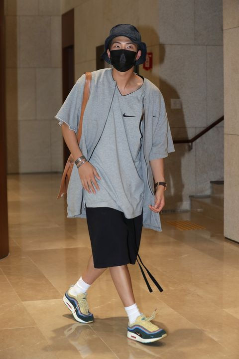 bts arrive at gimpo airport