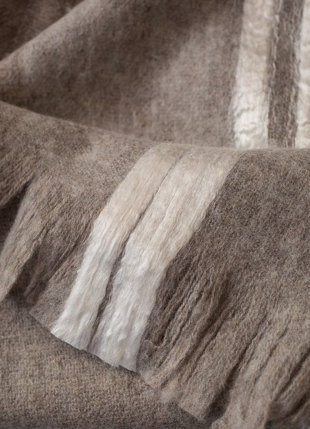 una delle coperte in cashmere di cc milano realizzate a san patrignano