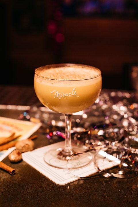 drink, alcoholic beverage, distilled beverage, classic cocktail, cocktail, food, liqueur, sour, champagne stemware, non alcoholic beverage,