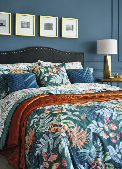 Bed sheet, Bed, Bedding, Bedroom, Duvet cover, Furniture, Room, Textile, Blue, Aqua,