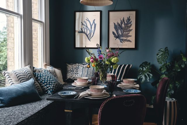 dining room with banquette
