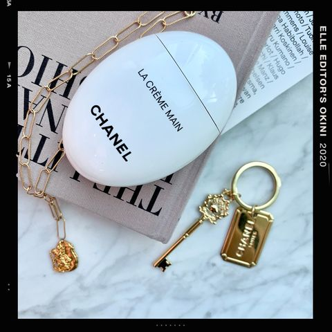 Fashion accessory, Keychain, Font, Jewellery, Chain, Locket,