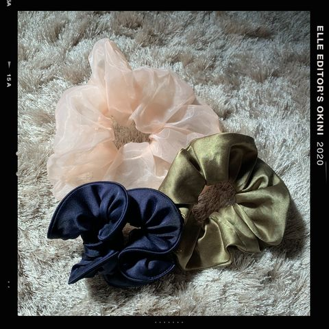 Hair accessory, Petal, Flower, Fashion accessory, Headgear, Headpiece, Ribbon, Plant, Headband, Hair tie,