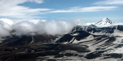 Mountainous landforms, Mountain, Mountain range, Geological phenomenon, Sky, Ridge, Glacial landform, Massif, Summit, Highland,