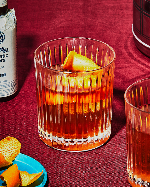Drink, Old fashioned, Alcoholic beverage, Old fashioned glass, Sazerac, Liqueur, Distilled beverage, Whiskey sour, Food, Amaretto,