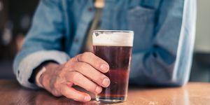 Alcohol y running: cuándo dejar de beber antes de una maratón