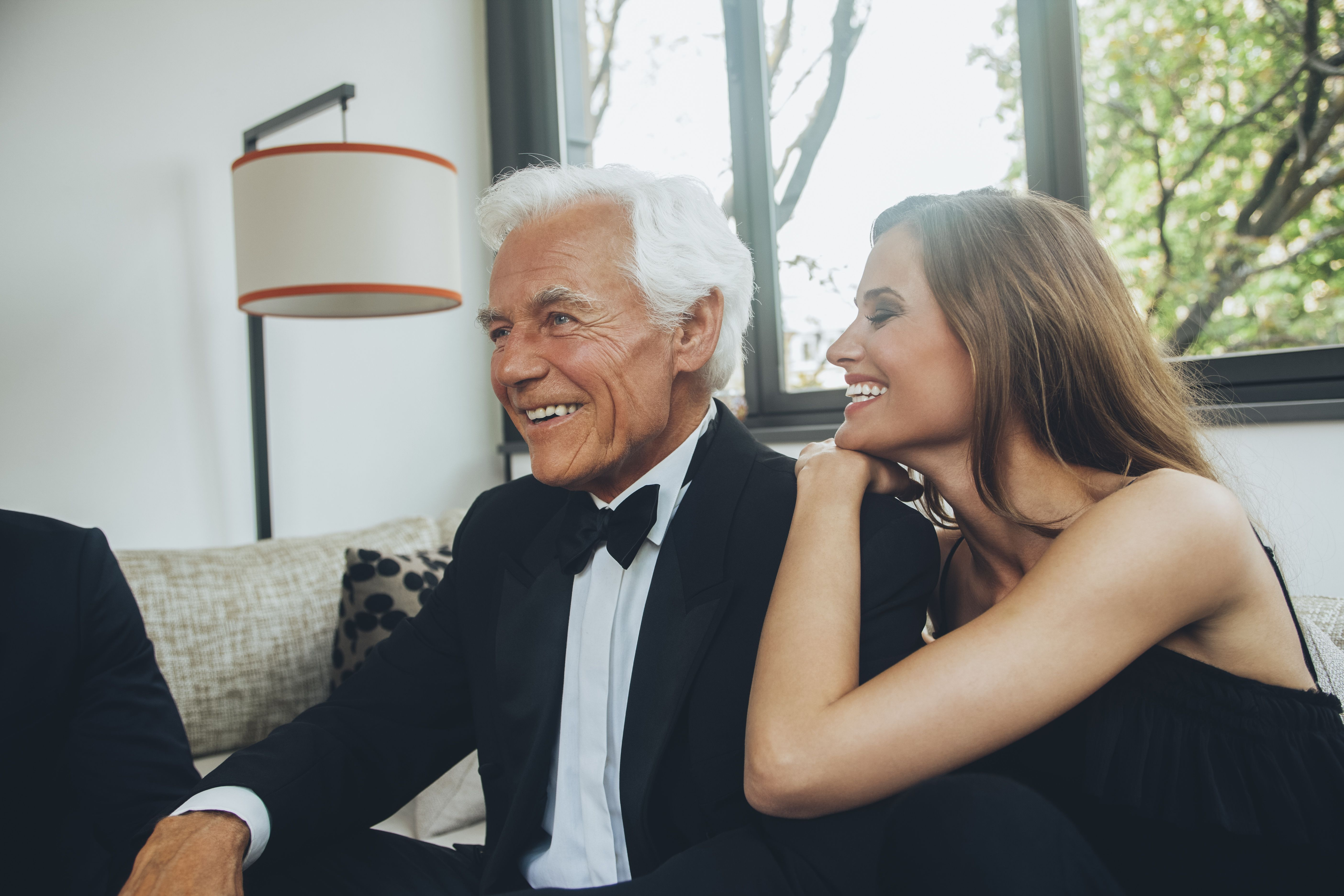 advantages and disadvantages of dating an older man