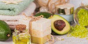 Olio di avocado: i benefici per pelle e capelli