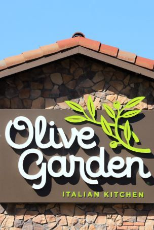 olive garden restaurant sign