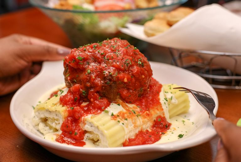 Olive Garden S Newest Pasta Dish Comes With A Giant 12 Ounce Meatball