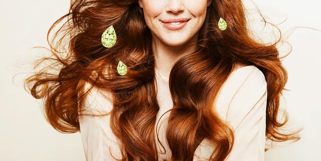 毛髪学者と皮膚科医の解説を交え、「オリーブオイルを髪に使うメリットとデメリット」をご紹介!ココナッツオイルやマルラオイルなど、肌や髪のケアに活躍するオイル。次々とトレンドが変わっていくなかで根強い人気を誇るのが、身近な存在でもある「オリーブオイル」。