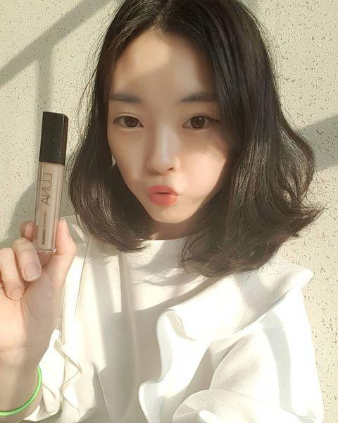 Hair, Face, Skin, Lip, Beauty, Eyebrow, Forehead, Hairstyle, Nose, Selfie,