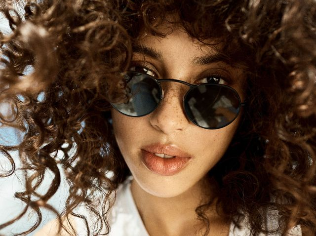a254c81351 90s Fashion Trends - The Best Glasses to Wear with 90s Inspired Looks