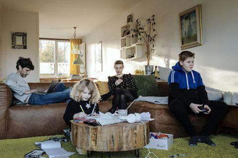 nederland, den bosch, 11 03 20 ester wittenberg houdt een dagboek bij ivm zelfgekozen thuisquarantaine © photo merlin daleman
