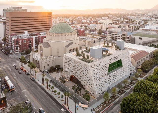 pabellón audrey irmas, primer edificio cultural de oma en california