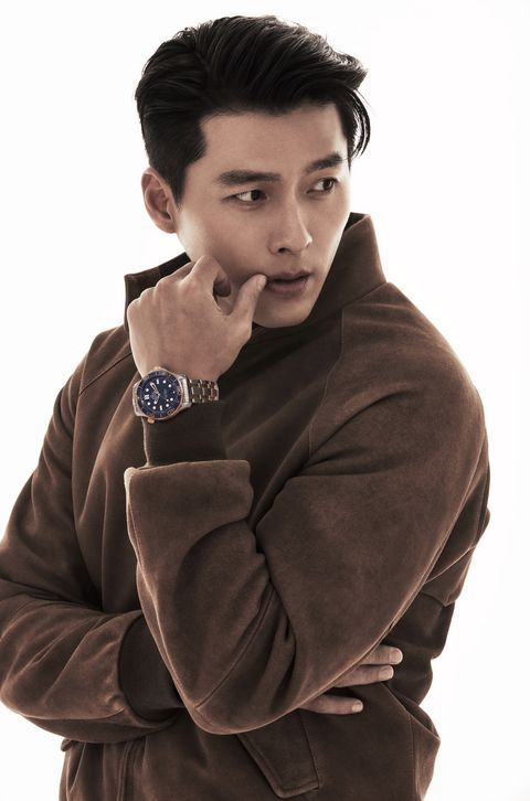 オメガ新作のゴールド時計を着用するヒョンビン