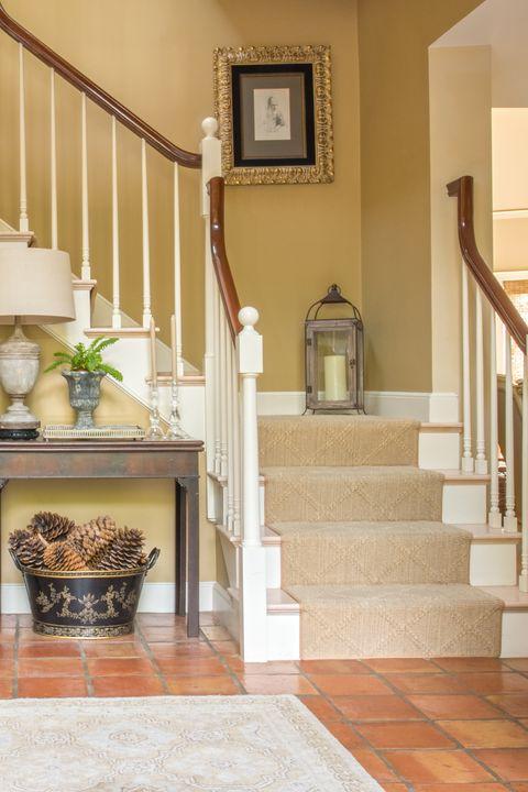 27 Stylish Staircase Decorating Ideas