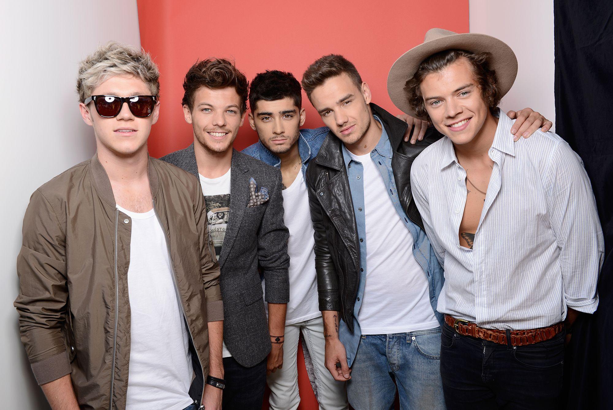 Zayn Malik mengakui bahwa ia tak lagi berhubungan dengan 4 member One Direction lainnya (dok. Cosmopolitam)