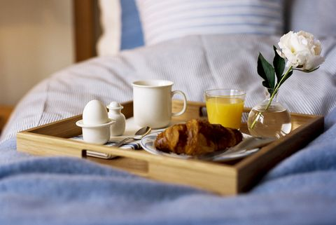 Ontbijt op bed voor vaderdag is cliche