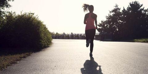 Op de loopband of buiten hardlopen: wat is beter?