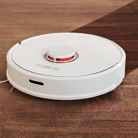 This Hybrid Robot Vacuums and Mops at the Same Time