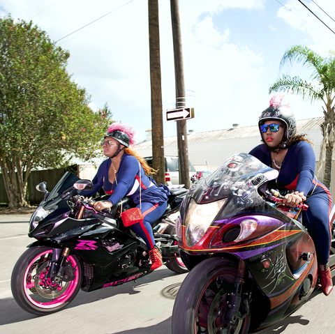 Land vehicle, Vehicle, Motorcycle, Motor vehicle, Helmet, Motorcycle helmet, Motorcycling, Automotive tire, Rim, Automotive design,