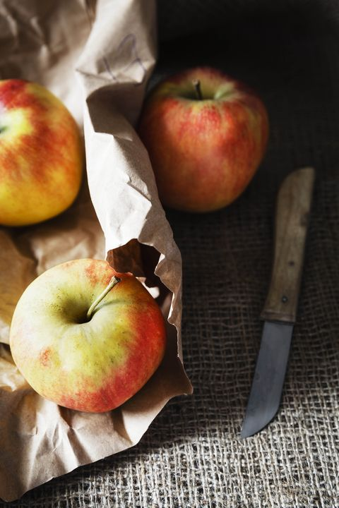 Food, Apple, Fruit, Plant, Still life photography, Produce, Natural foods, Superfood, Rose family, Vegetarian food,