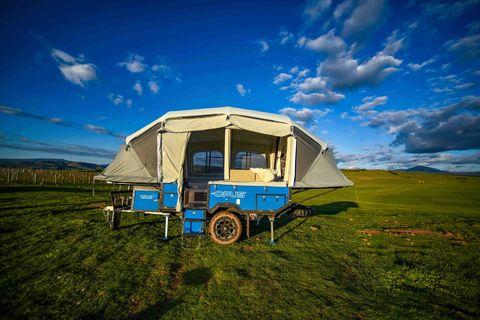 Sky, Transport, Travel trailer, Vehicle, Grassland, Mode of transport, Grass, Ecoregion, RV, Cloud,