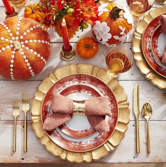 Office Thanksgiving Decoration Ideas from hips.hearstapps.com
